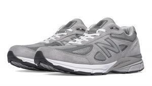 grey tennis shoes